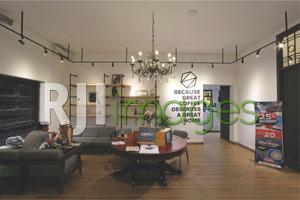 Area Living room dengan sentuhan klasik industrial