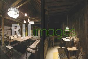 Area ruang tamu dengan dekorasi klasik dan Teras rumah bergaya tempo dulu