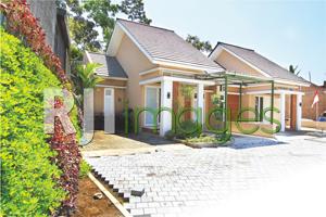Deretan unit rumah tipe 50 Royal Sedayu Residence