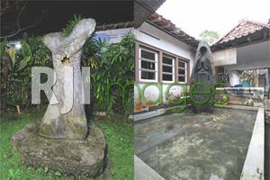 Instalasi seni patung di sudut halaman & Kolam ikan di area longkangan dengan pa