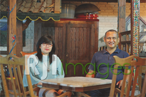 Ir. RM Nurdi Antoro beserta sang istri
