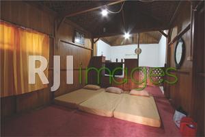 Kamar tidur rumah panggung berkonsep sharing