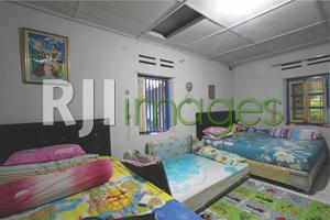 Kamar tidur utama di area gandhok