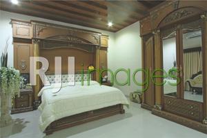 Kamar tidur yang dikonsep bergaya klasik Eropa