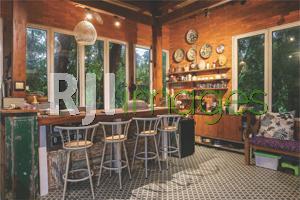 Kitchen set area dengan konsep ala coffee bar