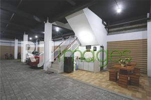 Lantai dasar sebagai area parkir & communal space