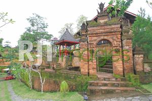 Nuansa pedesaan Bali dihadirkan pada sisi area terakota