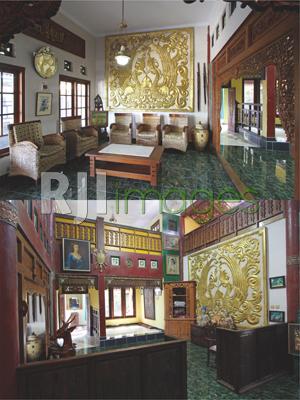 Ornamen ukiran klasik di ruang tamu utama & Area ruang keluarga dengan hiasan pe