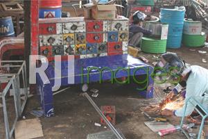 Pengerjaan produk secara handmade
