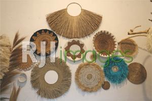 Pernak-pernik wall decor bergaya bohemian