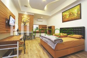 Perpaduan dekorasi modern & unsur klasik kamar tidur utama