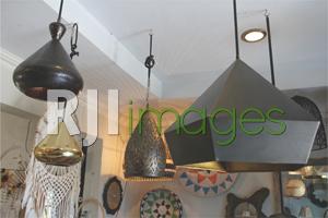 Produk lampu gantung berbahan logam