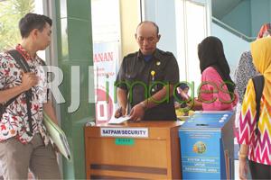Proses screening di pintu masuk BPN Bantul