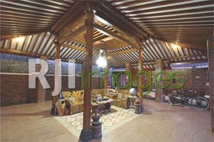 Rangka utama Joglo limasan berbahan kayu lawasan