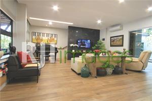 Ruang keluarga bergaya modern nan elegan