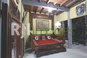 Ruang tamu dengan aksen Jawa klasik
