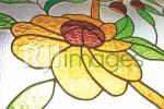 Kaca patri motif bunga dengan aneka warna