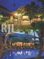 Kamar tipe Suite Room dan Family Room dengan view kolam renang