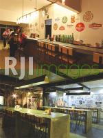 Main bar & Konsep bar table berbahan cor berpadu furnitur berbahan kayu Jati Bel