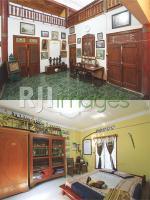 Penataan interior yang artistik pada sudut ruang keluarga & Koleksi keris kuno
