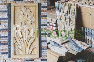 Relief stone motif bunga dan Wall Cladding marmer putih